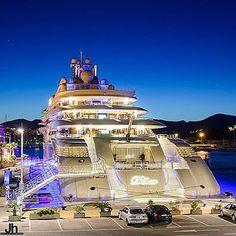 Insane 165 metre mega yacht at night! ⚓️ Photo via: @the.exquisite