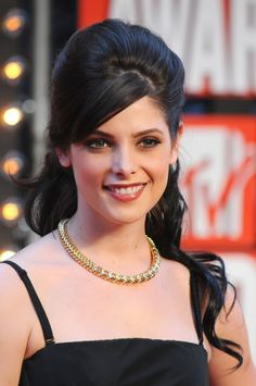 Easy Formal Hairstyles for Long Hair 2013 - The best part about long hair is the many ways you can show it off. Down Hairstyles For Long Hair, Formal Hairstyles For Long Hair, Half Updo Hairstyles, Elegant Hairstyles, Puff Hairstyle, Pretty Hairstyles, Style Hairstyle, Debut Hairstyles, Beehive Hairstyles