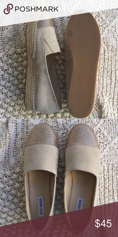 Canvas flats Brand new Steve Madden canvas shoes! Has a suede touch and sparkles up front where your toes belong! These are perfect to wear with any outfit and are comfortable enough to wear for your everyday look 🌞 these shoes come with it's original box so you can keep them safe and clean 🍂 #stevemadden #canvas Steve Madden Shoes Flats & Loafers