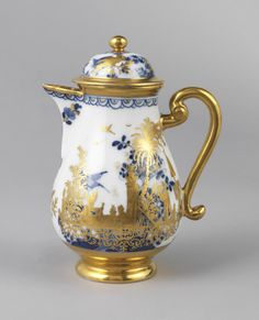 Chocolate pot with Chinoiserie scene, 1740. Gilt porcelain, Germany.