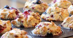 Soprende a tu familia o amigos unos ricos muffins de blueberry hechos con tus propias manos. Solo tienes que seguir ésta sencilla receta que te dejo a continuación. Visita nuestro catálogo de repostería y encuentra los mejores accesorios para crear dulces detalles para tus seres queridos. http://www.linio.com.mx/hogar/reposteria/