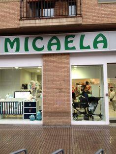 Escaparate de Micaela, distribuidor de 4moms en Huesca