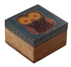 Wholesale Discount Jewelry Bulk Wholesale Handmade Square Mango-Wood Jewelry Box / Trinket Box in Blue Color Decorated with an Owl Painted in Cone-Painting Art – Ethnic-Look Boxes from India - Kids Jewelry Box, Handmade Jewelry Box, I Love Jewelry, Women Jewelry, Unique Jewelry, Vintage Jewelry, Painted Trays, Painted Boxes, Wooden Boxes