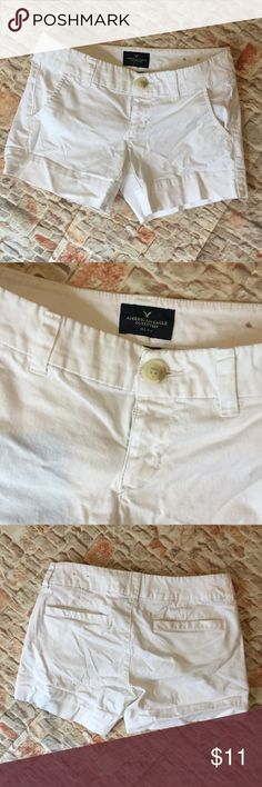 🦅 American Eagle White MIDI Shorts 00 White 🦅 White stretchy midi shorts from American Eagle Size 00  from a smoke and pet free home American Eagle Outfitters Shorts