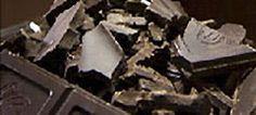 Zwarte of donkere chocolade: bestaat uit minstens 45 % cacaopasta, cacaoboter, suiker, sojalecithine en aroma (meestal vanille).