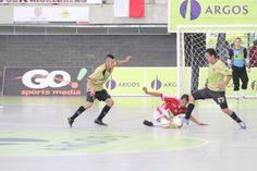 Como es costumbre, en los partidos de la Liga Argos Futsal, todas las luchas por el balón son a 'muerte'.