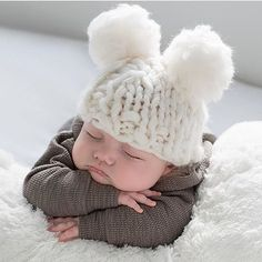That hat is too adorable! And don't even get me started on them cheeks!!!