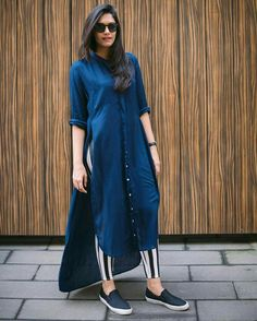 Wearing a dress over pants may seems unussual and not all women daring to wear it. Dress Over Jeans, Dresses With Leggings, Pakistani Dresses, Indian Dresses, Pakistani Clothing, Indian Sarees, Moda Indiana, Modele Hijab, Kurta Designs Women
