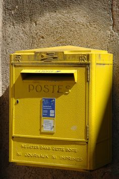 to my heart, la poste boxes are just as iconic as royal mail boxes (without that pesky association with the monarchy). i live the happy yellow colour. Yellow Aesthetic Pastel, Rainbow Aesthetic, Aesthetic Colors, Yellow Photography, Jaune Orange, Oranges And Lemons, Yellow Walls, Yellow Accents, Post Box