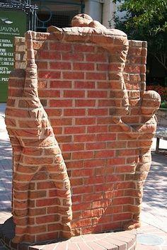 Backstein-Skulpturen von Brad Spencer