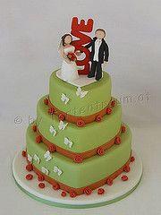 """Hochzeitstorte mit """"LOVE"""" Brautpaar als Tortenfigur Desserts, Cakes, Food, Newlyweds, Tailgate Desserts, Scan Bran Cake, Dessert, Kuchen, Postres"""
