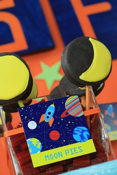 25 Creative Party Ideas to help you plan your boys Birthday Party!Dino theme already planned for boys in couple weeks, and cant wait for space theme when hes older ; Birthday Blast, Birthday Gifts For Boys, Boy Birthday Parties, Birthday Ideas, 5th Birthday, Themed Parties, Outer Space Party, Creative Party Ideas, Party Supplies