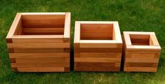 Super easy to make planters Diy Wood Projects, Outdoor Projects, Garden Projects, Wood Crafts, Cedar Planter Box, Wooden Planters, Planter Boxes, Custom Woodworking, Woodworking Projects