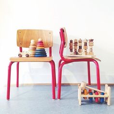#woodenstory is also available at @13tretten ☺️ #woodentoys #ecotoys #woodenblocks #woodencar #woodenstacker #woodenpyramid #poundapeg #fsccertified made in the #beskidymountains #poland finished with #beeswax and #botanicaloils #ecocert