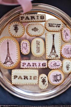 Eiffel Tower cookies for a Parisian themed shower. Petit Gateau Concept Parties.