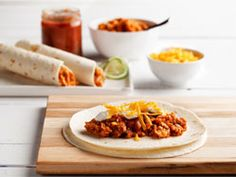 Lentil Burritos - A dish that anyone will enjoy, these burritos are loaded with flavor and nutrients thanks to protein-packed lentils, an array of spices and heart-healthy Easy Vegetarian Lunch, Vegetarian Recipes, Cooking Recipes, Healthy Recipes, Mexican Food Recipes, Ethnic Recipes, Healthy Dishes, Eat Healthy, Easy Weeknight Meals
