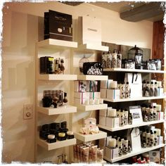 I like this display Cowshed Spa & Edwin Jagger England sold at THE BLUEBIRD BOUTIQUE ( BRIT SHOP) SWITZERLAND