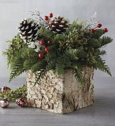 Inspiring Christmas Table Centerpieces To Get Beautiful Dining Room Decor - Rustikale Weihnachten Birch Centerpieces, Christmas Table Centerpieces, Xmas Decorations, Rustic Christmas, Christmas Wreaths, Christmas Crafts, Outdoor Christmas, Christmas Time, Best Christmas Gift Baskets
