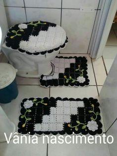 Bathroom floor mats ideas ideas for 2019 Crochet Towel, Crochet Doilies, Crochet Yarn, Crochet Stitches, Crochet Patterns, Yarn Crafts, Diy And Crafts, Crochet Decoration, Bathroom Sets