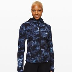24 Winter Running Gear Essentials 2019 - How To Run In Cold Weather Cold Weather Running Gear, Winter Running, Winter Tops, Tights, Fitness, Workouts, Jackets, Essentials, Exercise