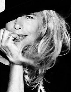 Ewa Fröling, photographed in aged style and class with sass, aging gracefully Yasmina Rossi, Belle Nana, Older Beauty, Beautiful Old Woman, Drop Dead Gorgeous, Ageless Beauty, Advanced Style, Going Gray, Foto Art