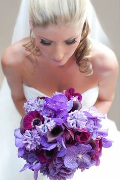 bouquet de mariée,le bouquet du vendredi,fleurs de saison,bouquet d'hiver,mariée 2012,mariée,hortensias mauves,jacinthes couleur lavande,anémones pourpres,callas noirs,et orchidée wanda,boutonnière mariage