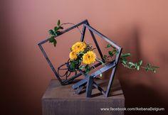 Ikebana arrangement inspired by a picture.  Ikebana: Ilse Beunen Photography: Ben Huybrechts Metal Frame and stand: Carlos Betsens  #ikebana