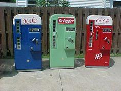Pepsi Cola and Dr. Pepper Vending Machines Paper Model Vintage Pepsi Cola and Dr. Pepper vending machines paper model from Paperdio. Soda Vending Machine, Coke Machine, Vending Machines, Machine Parts, Paper Toys, Paper Crafts, 3d Paper, Diy Crafts, Lego Star Trek