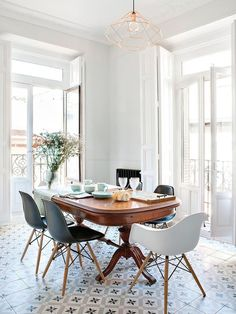 Beautiful Spanish tiles, warm wood table, copper himmeli pendant