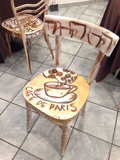 sedia decorata da me al Café de Paris • Alessandria • Via Bergamo 90 •
