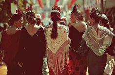 Flamencas por el real de la feria