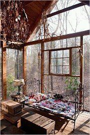 This space is SO incredibly perfect. I swear, I could find my bliss right here. I want this space; I want it very badly.