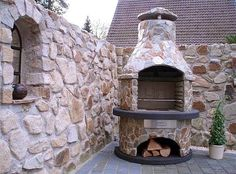 Build a grill fireplace yourself - design tips for the garden and .- Barbecue fireplace made of natural stone. Barbecue Garden, Outdoor Fireplace Designs, Outdoor Stone, Home Pictures, Home Decor Bedroom, Bushcraft, Backyard Landscaping, Natural Stones, Outdoor Living