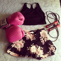 Perfect outfit for kick boxing training 👊 Kickboxing Workout, Workout Gear, Workouts, Thai Boxing Shorts, Boxing Training, Sporty Girls, Athletic Fashion, Active Wear, Girl Outfits