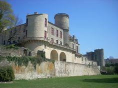 LE CHATEAU DES DUCS DE DURAS - Duras - Visites - Points d'intérêt > Monuments et édifices > Château