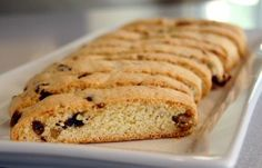 Russian Tea Cakes INGREDIENTS: 2 ¼ cups all-purpose flour ¼ tsp salt 1 cup sticks) butter, room temperature ½ cup powdered sugar 1 tsp vanilla extract ¾ cup toasted and finely chopped pecans Pow… Gluten Free Biscotti Recipe, Best Biscotti Recipe, Italian Biscotti Recipe, Pistachio Biscotti, Russian Tea Cake, Best Food Ever, Turkish Recipes, Cake Ingredients, Stick Of Butter
