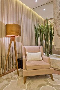 """Primando pelo luxo e elegância, a arquiteta Viviane Loyola apresenta o espaço """"Quarto do Casal"""" na Casa Cor Paraná 2015. Participando p..."""