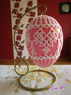 Tatting Patterns Free, St Patricks Day, Doilies, Easter Eggs, Needlework, Free Pattern, Diy And Crafts, Valentines Day, Decorative Plates