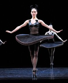 Dana Stephsensen in Divergence Photo by Jim McFarlane