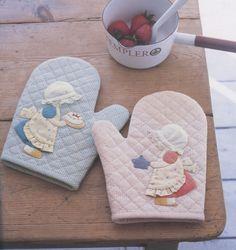 PDF Pattern of Sunbonnet Sue oven gloves sewing cotton felt sewing quilt applique patchwork art gift. $5.00, via Etsy.