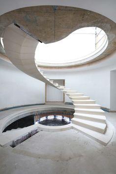 Galeria de A engenharia por trás de uma escada helicoidal de pedra maciça - 6