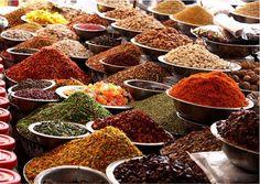 O emprego correto de especiarias é de muita importância na culinária indiana. Elas dão à comida o sabor, o aroma, propriedades terapêuticas...