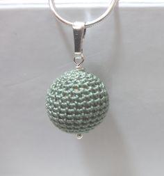Zilveren ketting met gehaakt bolletje groen