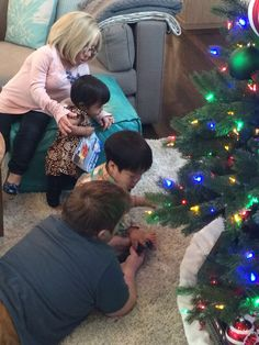 Bill Klein and Jen Arnold celebrate Christmas with their kids Will and Zoey on season 6 of The Little Couple's episode, Our First Christmas. Little Women Dallas, Little Women La, Favorite Tv Shows, Favorite Things, The Little Couple, Real Family, Tv Land, Adopting A Child, Beautiful Family