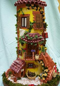 Clay House Sculpture in polymer Polymer Clay Kunst, Polymer Clay Fairy, Polymer Clay Projects, Polymer Clay Creations, Clay Crafts, Arts And Crafts, Clay Houses, Ceramic Houses, Clay Fairy House