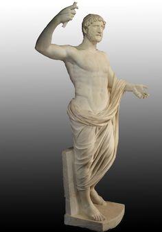 Statue en marbre de l'empereur Hadrien