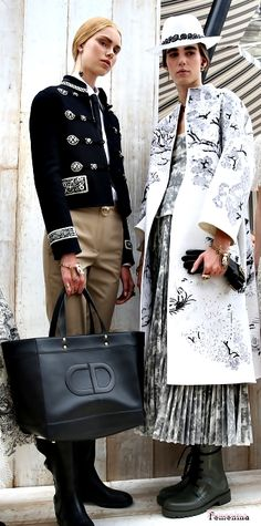 Christian Dior Resort 2019-Backstage Dior Fashion, Fashion 2018, Couture Fashion, Womens Fashion, Fashion Trends, Christian Dior, Chic Outfits, Fashion Outfits, Paris Chic