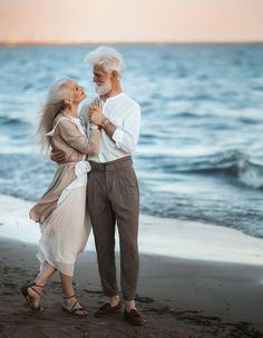 Russian Photographer Captures Beautiful Elderly Couple To Show That Love Transcends Time Old Couple In Love, Couples In Love, Couple In Love Photography, Eagle Wallpaper, Older Couples, Swag Boys, Growing Old Together, Beautiful Old Woman, Beleza