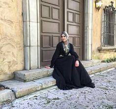 Leena wearing veroni