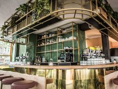 Hoed & Krelis Amsterdam is an all-day spot in the Pijp, where you not only want to go 'cause of the chic interior. Check the menu and let them surprise you!